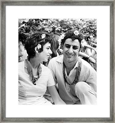 Hoffman - Kushner Wedding In Central Framed Print by Fred W. McDarrah