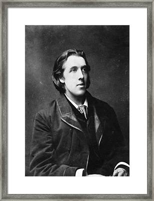 Oscar Wilde Framed Print by Hulton Archive