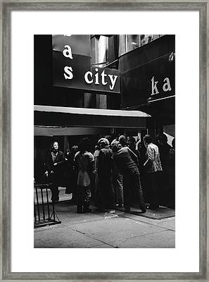 Outside Maxs Kansas City Framed Print by Fred W. McDarrah