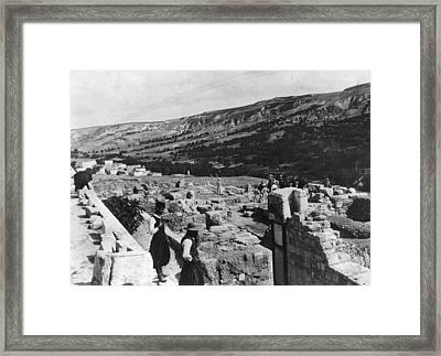 Palace Of Minos Framed Print by Hulton Archive