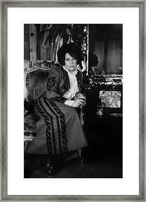 Portrait Of Artist Ruth Kligman Framed Print by Fred W. McDarrah