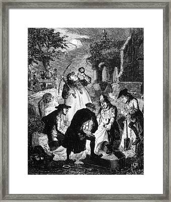Resurrectionists At Work Framed Print by Hulton Archive