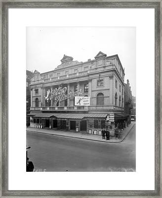 Shaftesbury Theatre Framed Print by Topical Press Agency