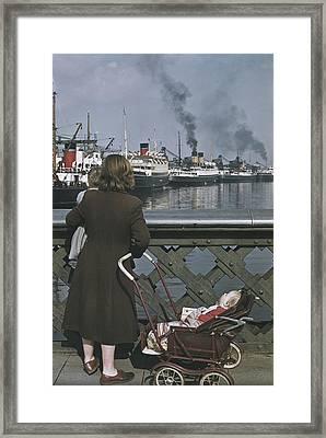 Shipping In Belfast Framed Print by Bert Hardy