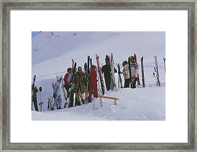 Skiers At Gstaad Framed Print by Slim Aarons