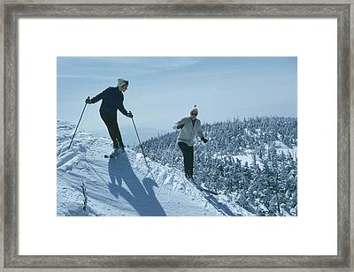 Skiers At Sugarbush Framed Print by Slim Aarons