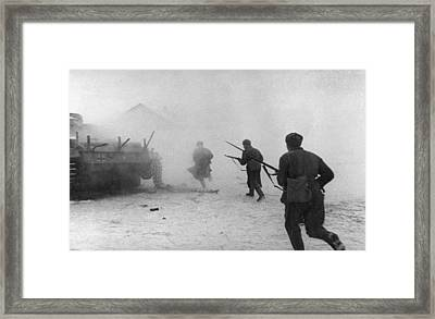 Soviet Counter-attack Framed Print by Hulton Archive