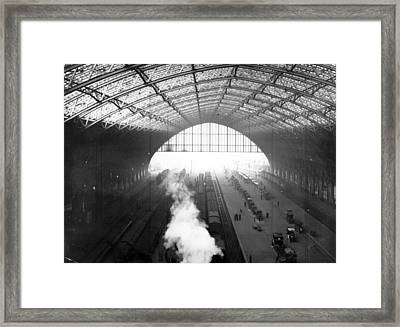 St Pancras Station Framed Print by Hulton Archive