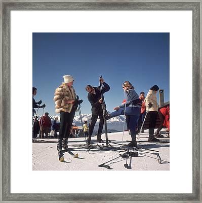 Verbier Skiers Framed Print by Slim Aarons