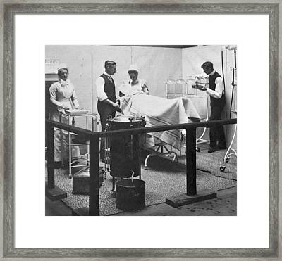 Victorian Surgery Framed Print by Hulton Archive