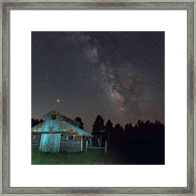 Barn In Rocky Framed Print by Gary Lengyel