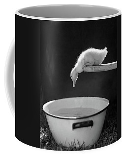 1940s 1950s Young Duck Leaning Coffee Mug