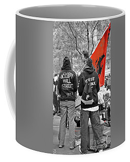 Coffee Mug featuring the photograph Che At Occupy Wall Street by Lilliana Mendez