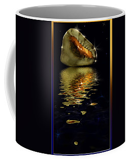 Conch Sparkling With Reflection Coffee Mug by Peter v Quenter