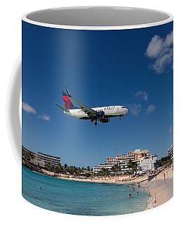 Delta 737 St. Maarten Landing Coffee Mug