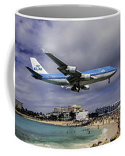 K L M Landing At St. Maarten Coffee Mug