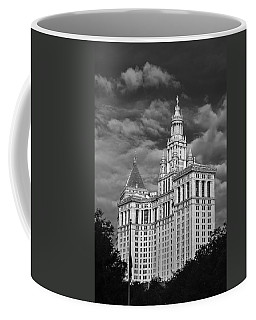 New York Municipal Building - Black And White Coffee Mug