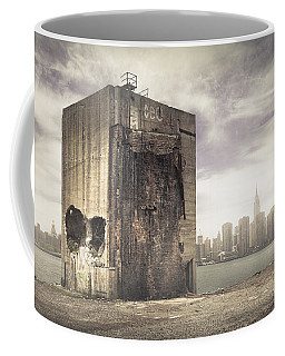 Apocalypse Brooklyn Waterfront - Brooklyn Ruins And New York Skyline Coffee Mug