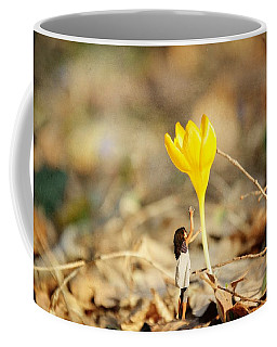 Thumbelina And The Crocus Coffee Mug