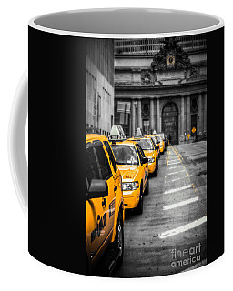 Yellow Cabs Waiting - Grand Central Terminal - Bw O Coffee Mug