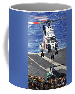 Personnel Connect A Cargo Pendant To An Coffee Mug