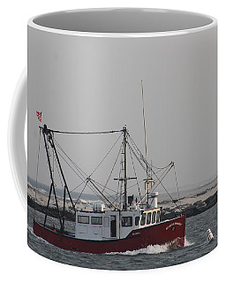 Coffee Mug featuring the photograph Beggar's Banquet Coming Into Port by Robert Banach