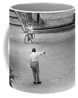 Coffee Mug featuring the photograph Bicycle Lesson Schurz Park by Dave Beckerman