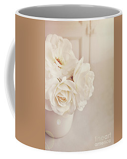 Coffee Mug featuring the photograph Cream Roses In Vase by Lyn Randle