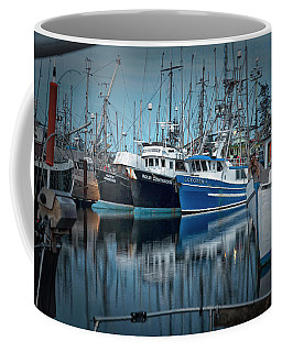 Coffee Mug featuring the photograph Full House by Randy Hall