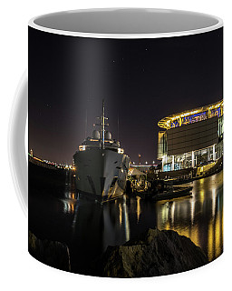 Coffee Mug featuring the photograph Jamaica Bay At Discovery World by Randy Scherkenbach