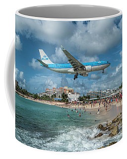 K L M A330 Landing At Sxm Coffee Mug