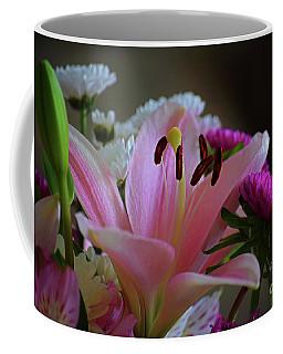Middle Lily Coffee Mug