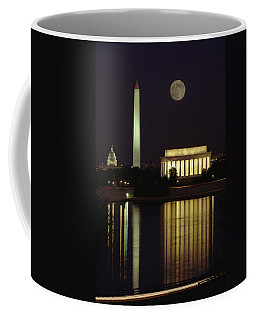 Moonrise Over The Lincoln Memorial Coffee Mug