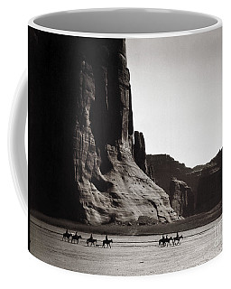 Navajos Canyon De Chelly, 1904 - To License For Professional Use Visit Granger.com Coffee Mug