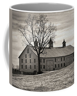 Coffee Mug featuring the digital art Pennsylvania Barn by Robert Geary