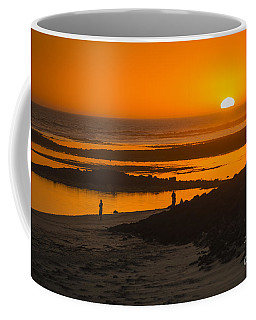 Coffee Mug featuring the photograph South Beach Sunset by Ray Warren