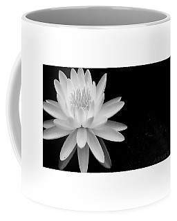 Black And White -timeless Lily Coffee Mug