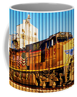 Up 5915 At Track Speed Coffee Mug