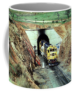 Walong Tunnel Part Of The Tehachapi Loop, Atsf 5835, Emd Sd45-2u Coffee Mug