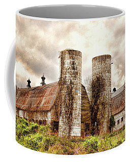 Coffee Mug featuring the photograph Old Rustic Barn In Cumberland Virginia by Ola Allen