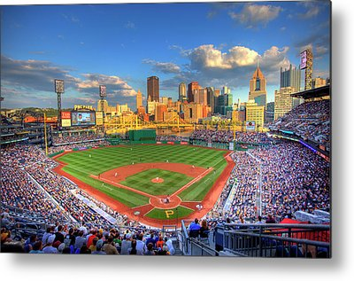 Roberto Clemente Photographs Metal Prints