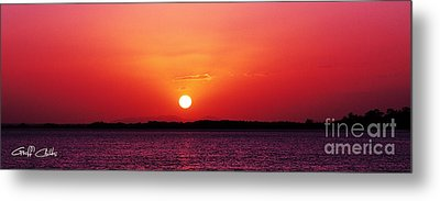 White Sun And Crimson Glow - Sunset Xmas Day. Metal Print by Geoff Childs