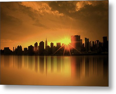 A Manhattan Sunset Metal Print by Nina Bradica