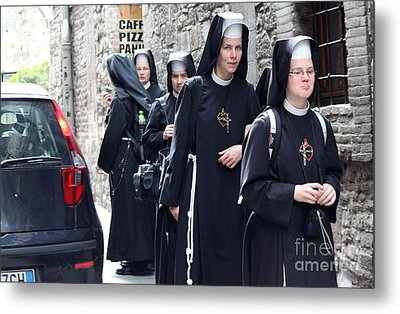 Metal Print featuring the photograph Assisi -8 by Theresa Ramos-DuVon