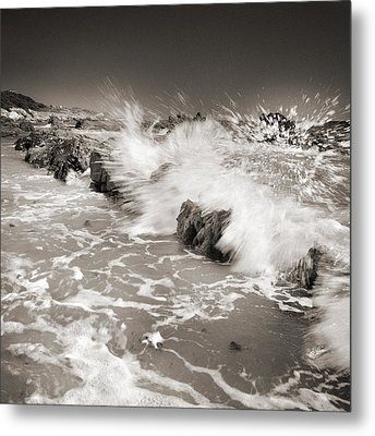 Bolonia Waves Metal Print by Guido Montanes Castillo