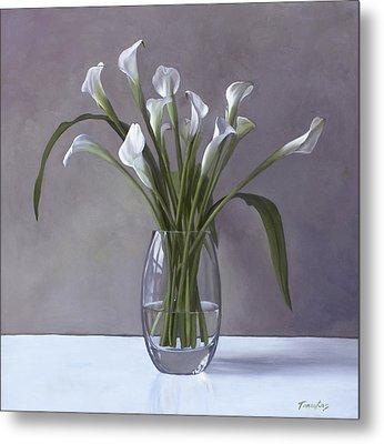 Calla Lilies In A Vase Metal Print by Linda Tenukas