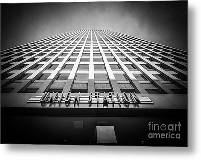Chicago Union Station In Black And White Metal Print by Paul Velgos
