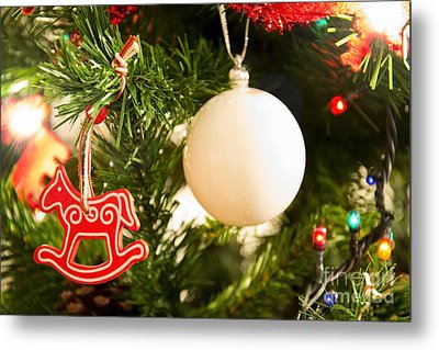 Christmas Tree Red Horse And White Ball Metal Print