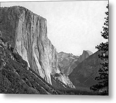 El Capitan Metal Print by Thomas Leon