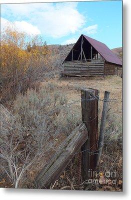 Forgotten Barn Metal Print by Kimberly Maiden